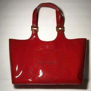 NWOT TORY BURCH PERFORATED T Bombe Patent Leather